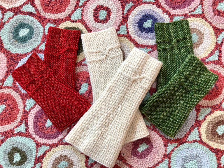 The Guadalupe River Gauntlets - Cat Bordhi's Fingerless Mitts Knitting Patterns provides you with 9 folios and 25 patterns.
