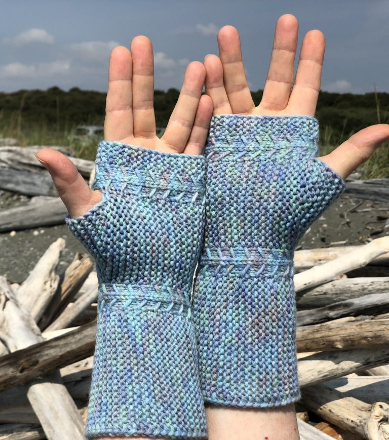 The Mountain Mitts and Gauntlets - Cat Bordhi's Fingerless Mitts Knitting Patterns provides you with 9 folios and 25 patterns.