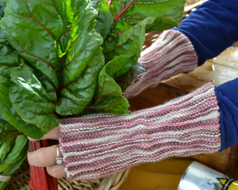 The Pure Garter Stitch Mitts