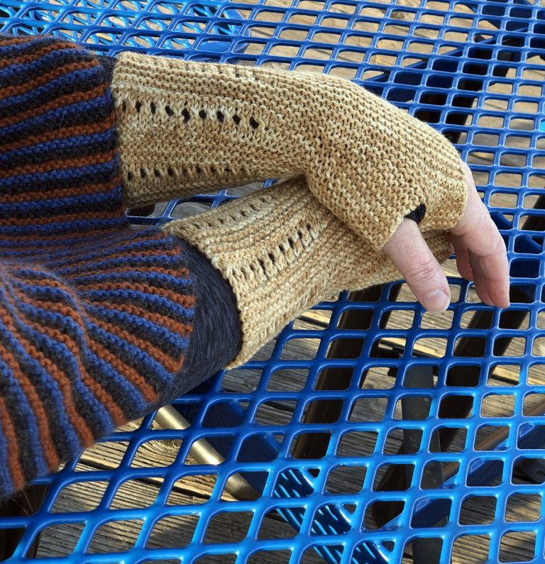 Extra Cushy Striped Garter Stitch Mitts - Cat Bordhi's Fingerless Mitts Knitting Patterns provides you with 9 folios and 25 patterns.