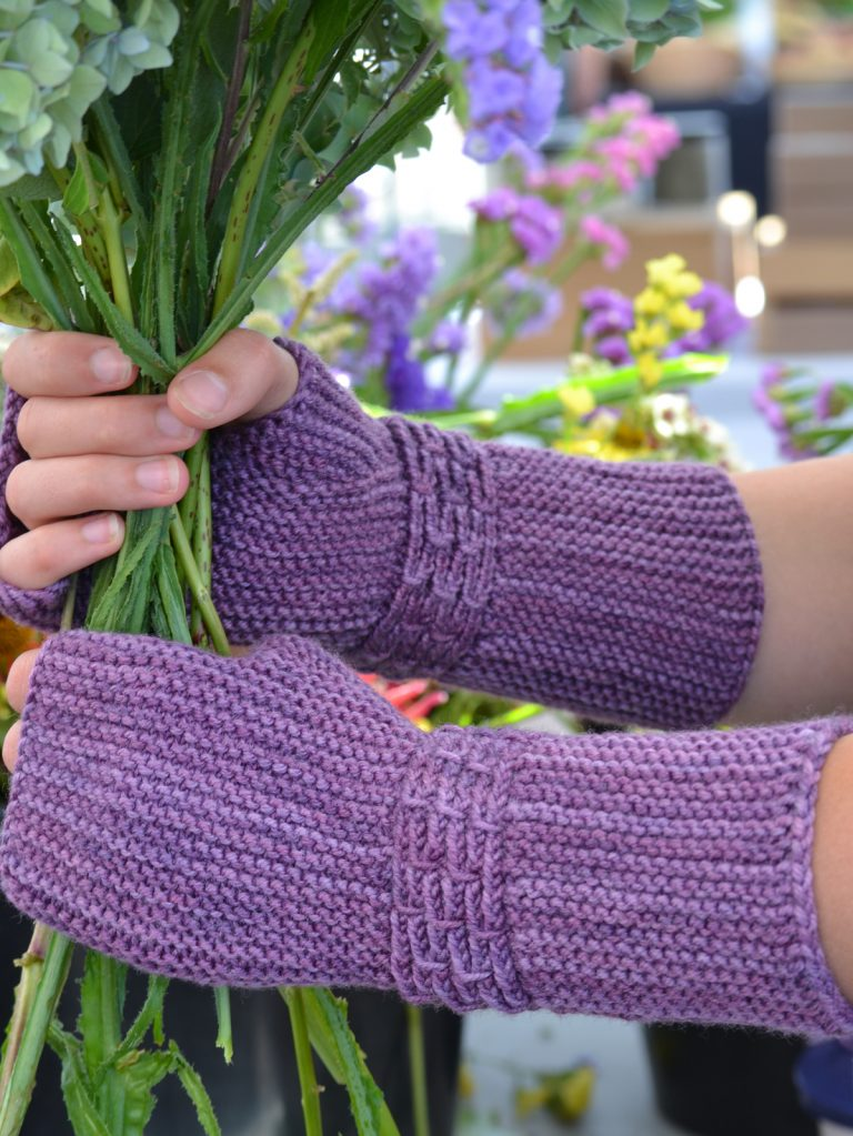 Purple Pulsera Mitts - Cat Bordhi's Fingerless Mitts Knitting Patterns provides you with 9 folios and 25 patterns.