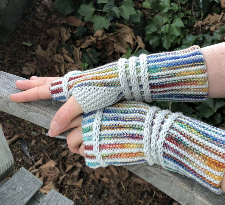 Rainbow Mitts - Cat Bordhi's Fingerless Mitts Knitting Patterns provides you with 9 folios and 25 patterns.