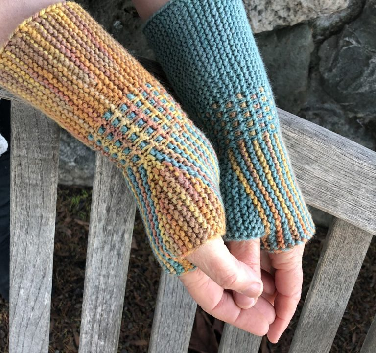 The Sesame Mitts - Cat Bordhi's Fingerless Mitts Knitting Patterns provides you with 9 folios and 25 patterns.