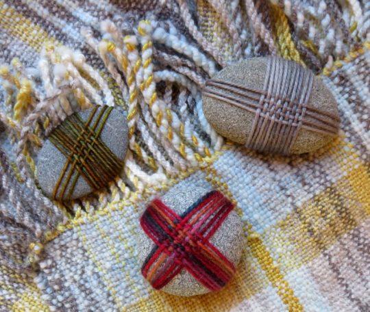 Woven stones, golden throw 150dpi