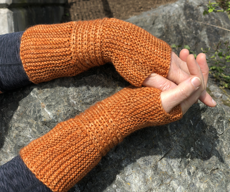 Zen Garden Mitts and Cuffs - Cat Bordhi's Fingerless Mitts Knitting Patterns provides you with 9 folios and 25 patterns.